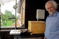 Prof. Dr. Jürgen Tautz leitet das HOBOS-Projekt an der Universität Würzburg: Das Bienenleben live erforschen auf www.hobos.de.