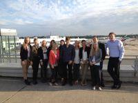 Flughafen-Kommunikationschef Thomas Kötter (ganz rechts) begrüßte PR-Studierende der MHMK am Düsseldorf Airport