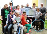Leitung des Bethanien Kinderdorfs und Vorstand des NH-HH Recyclingvereins bei der Spendenübergabe