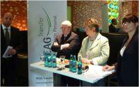 v.l.: Sven Kramer, Horst-Werner Maier-Hunke, Ministerin Löhrmann und Juliane Kaelberlah (Moderation) bei der PEAG Personaldebatte