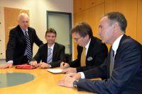 Mit der Bestellung eines Geschäftsführers hat zuvor genannter eine Versicherung dem Notar gegenüber zu geben..