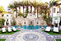 Versace Villa in Miami wird zwangsversteigert. Rockstar Immobilien begleitet High Net-Worth Kunden.