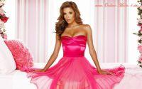 Rosa ist eine liebliche Farbe und mit diesem Kleider- Schnitt besonders romantisch