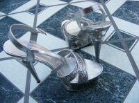 Shoes-Domains – wo schöne Schuhe Frauen noch schöner machen
