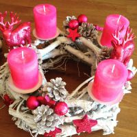 Adventskranz in Pink