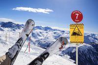 Sicher auf die Piste – Diese Versicherungen brauchen Wintersportler