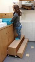 Aufstiegshilfe für kleine Menschen - Arbeitsplatz Kindergarten