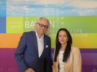 Bernhard Patter (diavendo GmbH) und Isabella Hren (Geschäftsführerin Bayern Tourist GmbH)