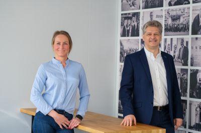 Prof. Dr.-Ing. Uwe Kaschka, Prorektor für akademische Weiterbildung an der bbw Hochschule und Leiter des iawb mit Sarina Mittag