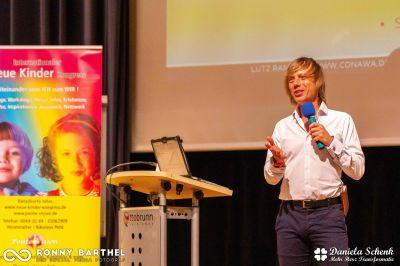 Lutz Ramlich; erfolgreicher Online-Unternehmer, Speaker und Autor. Er ist sehr stolz darauf auf den Podiom.de Kongress