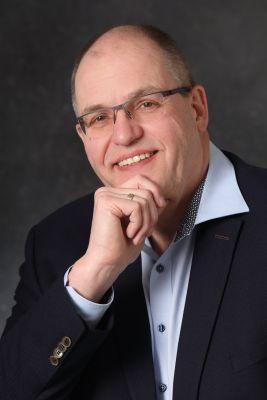 Diplom-Theologe Reinhard Fukerider ist seit 2002 als freiberuflicher Coach und Supervisor tätig.