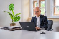 Personalberater Hans Ulrich Gruber beobachtet, dass Auswahlprozesse digitaler und internationaler werden.