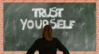 Ein Coaching gibt einem Studenten Selbstvertrauen