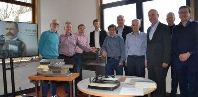 Die Arbeitsgruppe History@IBM am IBM Standort in Böblingen und Vertreter des Herman Hollerith Zentrums.