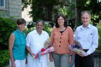 Prof. Dr. A. Hankey, BDY-Vorstandsvorsitzende A. Beßler, Vizekanzler Dr. Nagendra, BDY-Geschäftsführerin Dr. D. Hafner (v.r.n.l.)