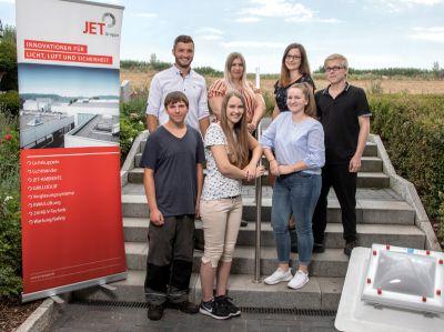 Am 1. August starteten bundesweit zehn neue Auszubildende bei der JET-Gruppe, davon sieben in Hüllhorst.