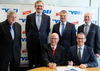 v.l.n.r.: W. Henschel (VDEI), S. Krause (VDEI Service GmbH), J.Warlitz (VDEI),V.Raab (DEHN), H.Pusch (CSO DEHN), J.Ehrler (DEHN)