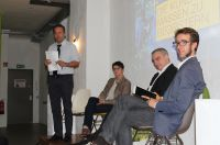Auf der Bühne: Prof. Dr. Gernot Wolfram, Franziska Kessler, Peter Massine und Prof. Dr. Martin Lücke (von links)