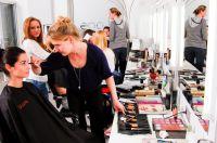 """In der bloos Make-up & Hair Academy können die Schüler nach Unterrichtsschluss in der """"Open Academy"""" bis 20 Uhr eigenständig üben."""
