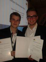 Tim Prahle (l.) und Christian Grollmann, Sportjournalistikstudierende an der MHMK Hamburg, haben den VDS-Nachwuchspreis am Montag