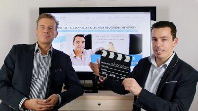 Erik Jenss und Jost Broichman (v.l.) bereiten den Onlinevideo-Workshop vor.