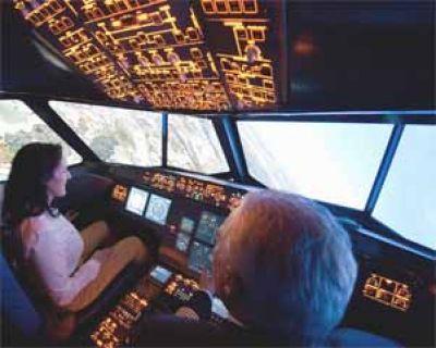 Führungstraining im Flugsimulator - Führungskraft mit Pilot bei einer Übung