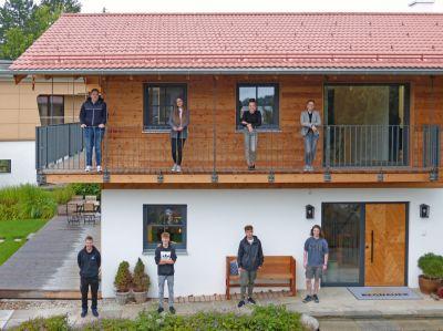 Regnauer begrüßt acht neue Auszubildende im Unternehmen (Bild: Regnauer Fertigbau)
