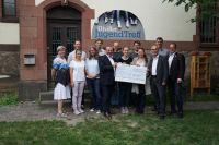 Spendenübergabe des gemeinnützigen NH/HH-Recyclingvereins an die Eltviller Medienscouts.