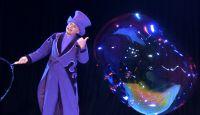 Seifenblasenkünstler Blub verzaubert mit seiner Seifenblasenshow bei Zauber-Gala