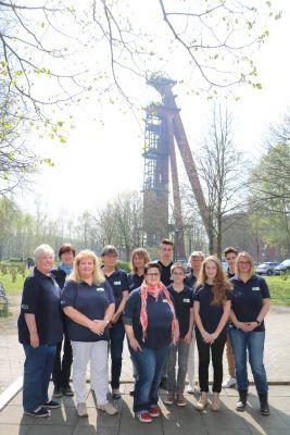 Teilnehmerinnen und Teilnehmer der AKADA Weiterbildung Bayer Leverkusen e. V. beim Bezirkstag des westdeutschen Stenografenverband