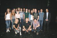Die Musikmanagement-Studierenden mit Professor Michael Theede (re.) und Markthalle-Geschäftsführer Mike Keller (2. re.)