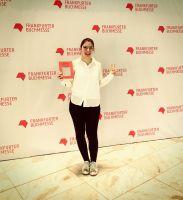 Autorin Nina Graber mit ihrem Buch natürl-ICH auf der Buchmesse