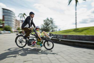 Gemeinsam radeln, erleben und genießen: Mit dem Kindertretlager wird der Ausflug zum Teamwork. Und der STEPS Motor garantiert Fahr