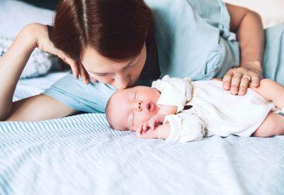 Wenn das Neugeborene seine sechste Lebenswoche erreicht hat, steht routinemäßig ein Kontrolltermin beim Frauenarzt an