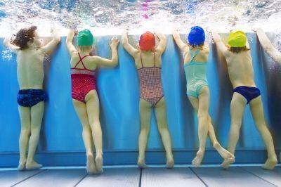 Fehlende Schwimmbecken sind ein Hauptgrund, warum viele Kinder nicht mehr richtig schwimmen können