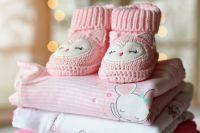 Idealerweise vor der Geburt befasst man sich mit dem Thema, wie man sein Baby transportieren möchte, wenn man zu Fuß unterwegs ist