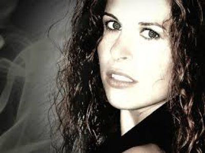 Sängerin Steffi Mira