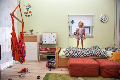 Ein rundum gesundes Wohnumfeld braucht schadstofffreie Baustoffe und ein gut eingestelltes Raumklima. Foto: Verfuß