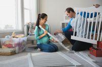 Die Anschaffungen für das erste Kind  müssen genau geplant werden. www.geld-und-haushalt.de hilft mit interaktiven Checklisten.
