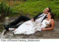 Ob klassische oder unkonventionelle Hochzeit: Über ein ganz persönliches Geschenk freut sich jedes Brautpaar.