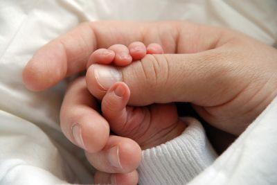 Ungeimpfte Erwachsene können Babys mit Keuchhusten anstecken. Copyright WEDO/panthermedia