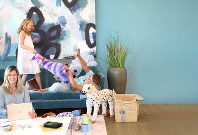 Zu Hause arbeiten, während die Kinder toben? Das eBook gibt konkrete Tipps, wie das funktionieren kann.