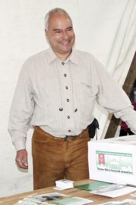 Immobilienmakler Müller-Groscurth auf dem Kirschblütenfest in Berlin Teltow
