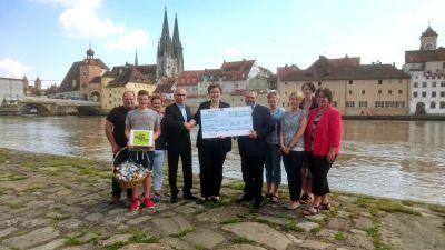 Spendenübergabe in Regensburg
