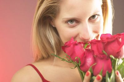 Rosenquarz und rote Rosen - seit Jahrhunderten Symbole der Liebe (LaPantera Wien)