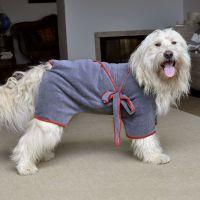 Hundebademantel von piccobello. Ideal zum Schutz vor Schmutz und Nässe in Wohnung und  Auto