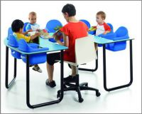 Mehrplatztisch für bis zu 8 Kinder