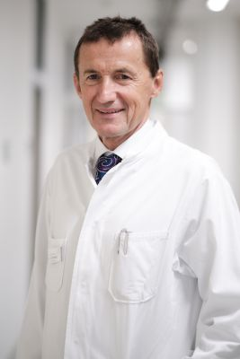 Mit DGU-Präsident Prof. Dr. Dr. h.c. Arnulf Stenzl steht ein überzeugter Europäer an der Spitze der deutschen Urologie.