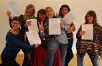 Humortrainerinnen erhalten Zertifikat in Konstanz