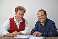 Prof. Dr. Clemens Steegborn Uni Bayreuth (re), und Prof. Dr. Ulrich Schweizer Uni Bonn (li) erforschten die Schilddrüsensteuerung